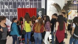 Coada la cabina foto Oak Events la deschiderea Mercur Center Craiova